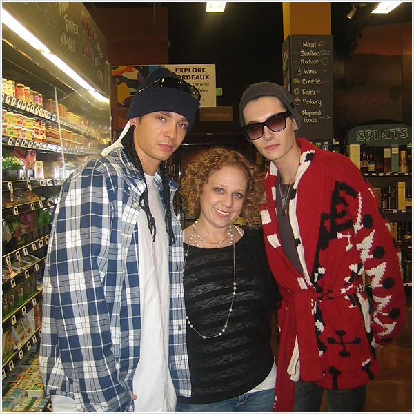 9 360 / 2010  - Bill & Tom avec une fan à Los Angeles.