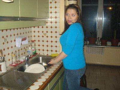ma besth'a qui fait le lave vaisselle (elle cartonne trop) je t'aime <3<3<3