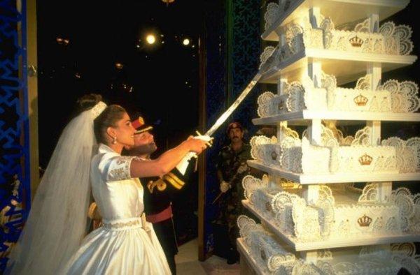 Une Part Du Gâteau De Mariage De William Et Kate Aux