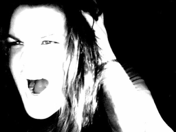 trop fier; tu cache des sentiments, tu refuses de croire que tu es amoureux , tu te dis que tu peux jouer avec moi comme avec les autres , tu te laisse manipule par une personne ke tu n aime po , tu es obliger de me traiter pour te rendre plus interessant , tu m oublie.. ou du moins c'est ce que tu me dis. trop fier tu n admet pas que je suis celle que tu as toujours attendu. Mais a force d etre trop fier , tu a fini par me perdre ..