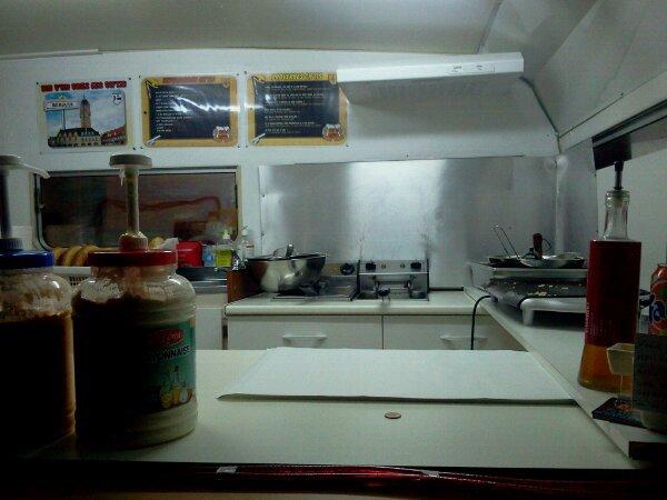 vue du comptoir sur la cuisine