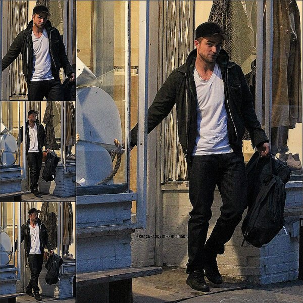01.03.12: Rob' faisant du shopping dans New-York
