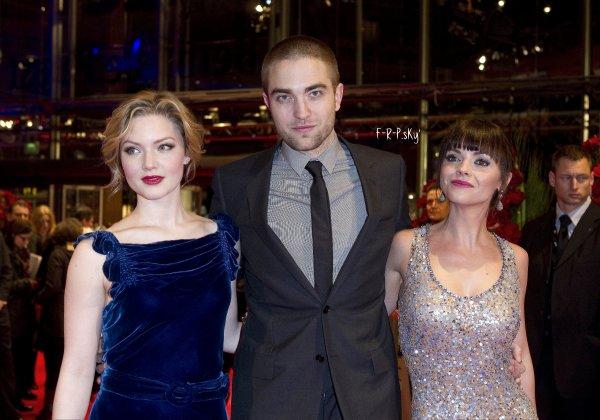 17.02.12: Rob' a la première de 'bel ami' à Berlin (Allemagne).