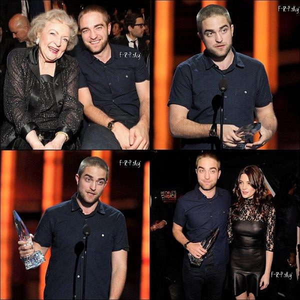 11.01.12: Rob' était présente au People's Choice awards à Los Angeles, avec une toute nouvelle coupe de cheveux... il a remporté un prix  pour 'Water for elephants'.