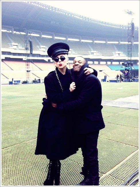 N°11 ~ Gaga et son chorégraphe dans le stade Olimpique à Seoul