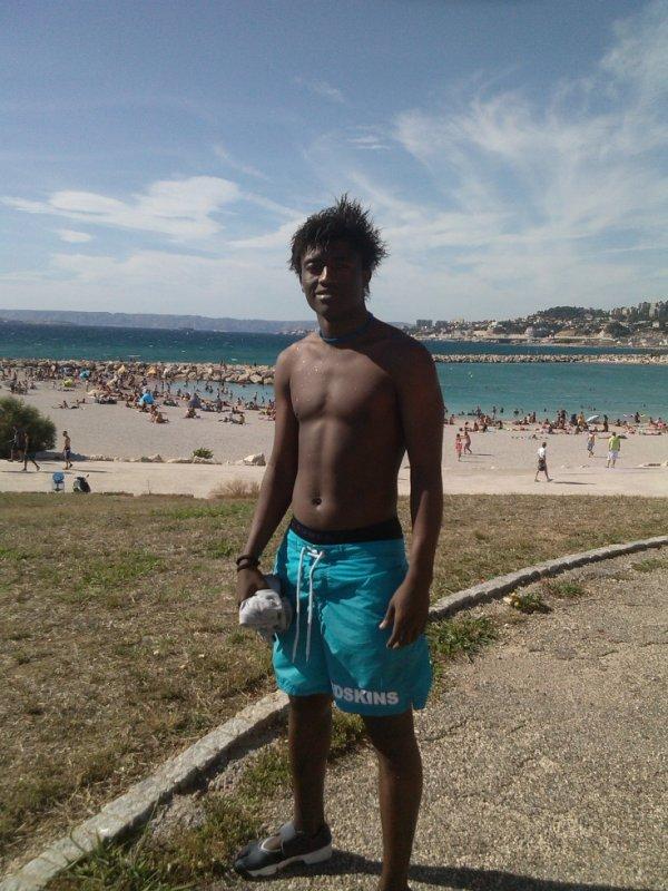 à la plage tranquille