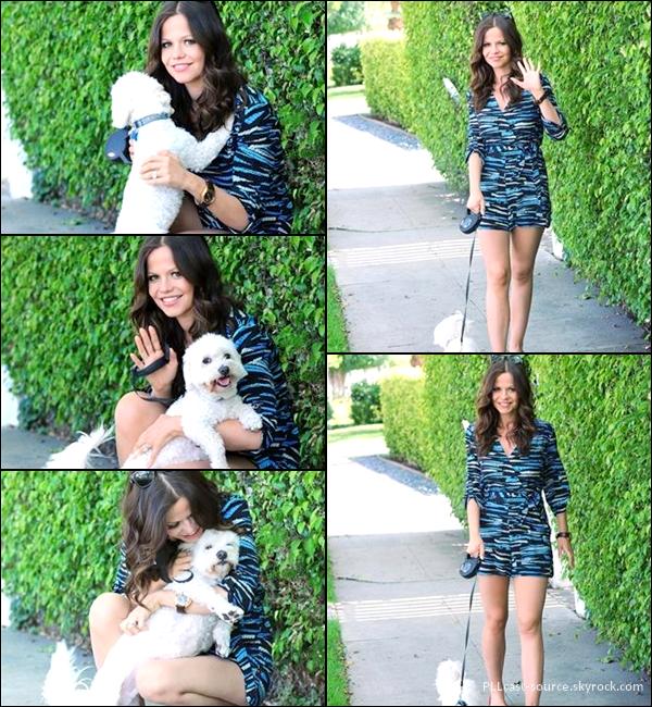 08/05/13 Tammin Sursok promenait son chien à LA. Cute!