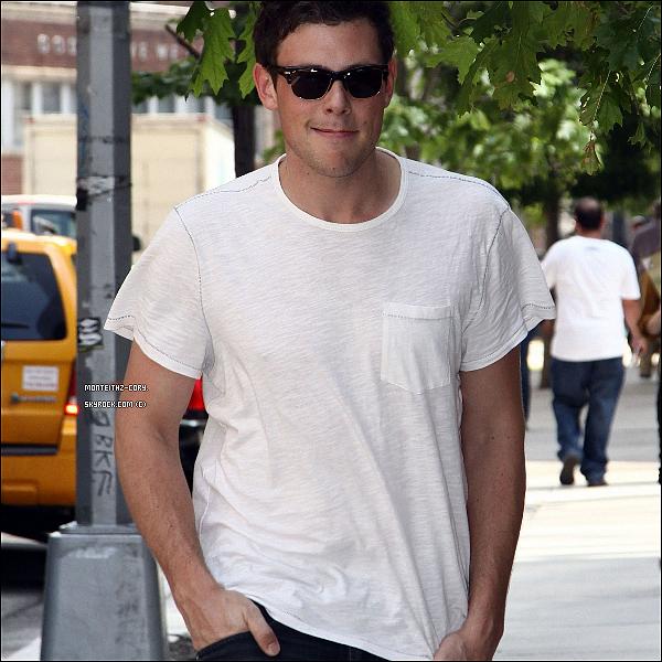 .16.05.2011 - Cory monteith très souriant a été vu sortant de son hôtel situé à New York. .