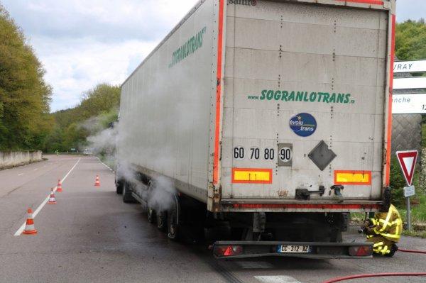 ROUSSILLON-EN-MORVAN : Essieu en feu pour un camion rempli de sparadraps AUTUN INFOS