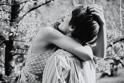 Tu l'aimes comme si vous aviez la vie devant vous. Ce n'est pas comme ça qu'il faut l'aimer..