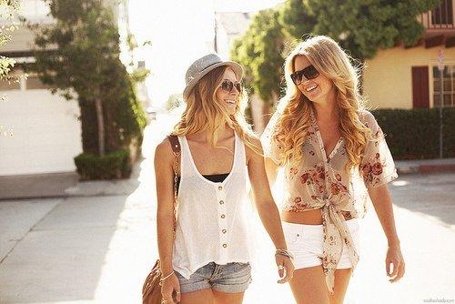 Les amis sont les anges qui nous soulèvent lorsque nos ailes n'arrivent plus à se rappeler comment voler