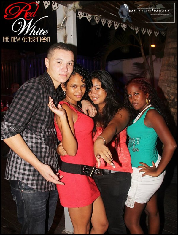 SOIREE HOT NIGHT AU RED WHITE