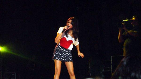 Selena donnant un concert privé à San Bernadino le samedi 23 juillet