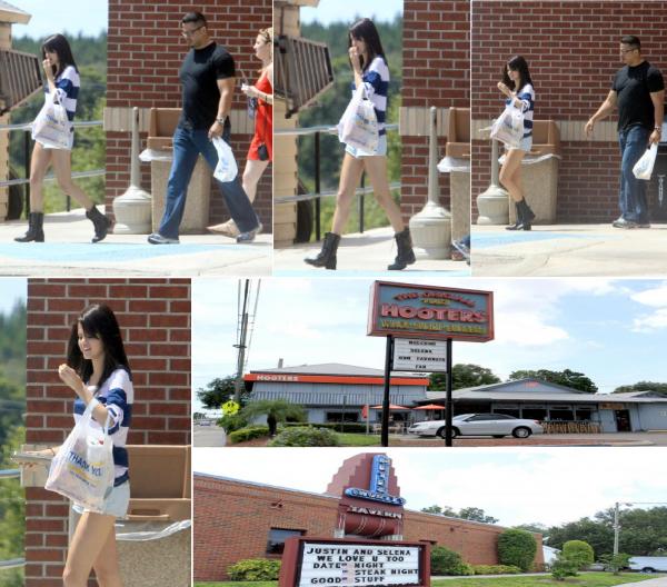 Selena quittant une station d'essence après avoir acheter de la Nourriture et des Friandises en Floride ( toujours ) ce samedi 30 juillet.