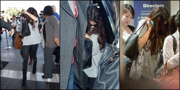 10/11/12: Selena arrivant à l'aéroport LAX à Los Angeles