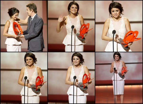 12/11/2012: Selena était présente au GLAMOUR WOMEN OF THE YEAR 2012