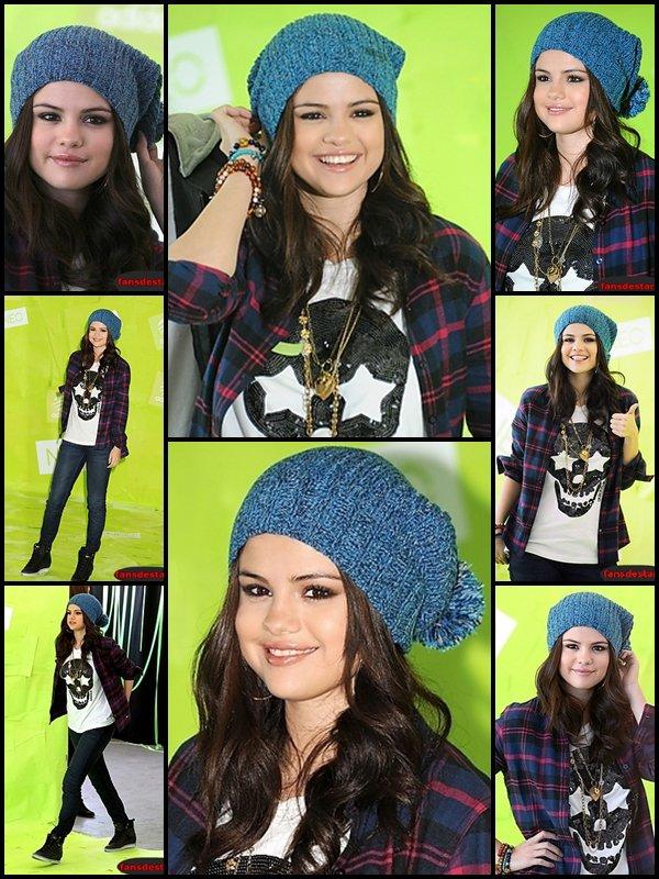 20/11/2012 : Selena au photocall pour la promotion d'Adidas Neo.