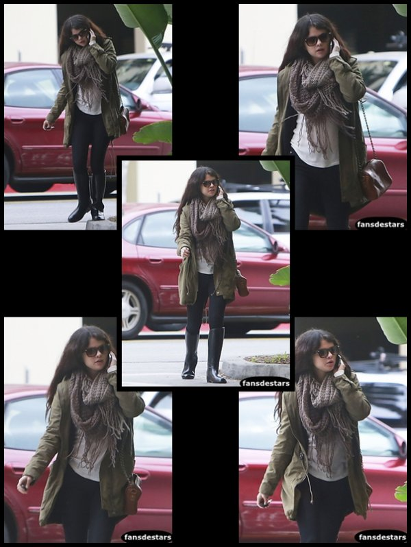 17/12/2012 : Selena allant déjeuner au restaurant ''The Hooters'' à Burbank, California.