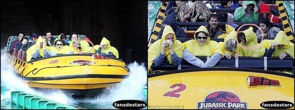 30/12/2012 : Selena était avec sa famille et ses amis à Universal Studio.