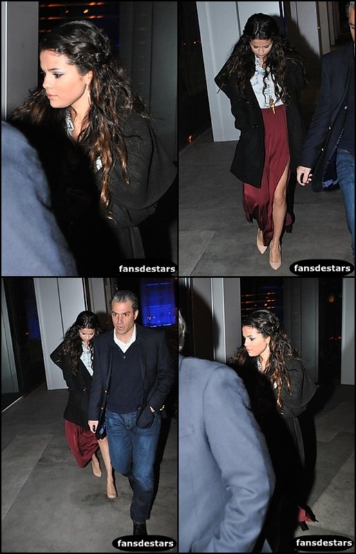 "10/01/2013 : Selena s'est rendue au ""Alberta Ferretti & Vogue 2013 Fashion Show"" à LA"