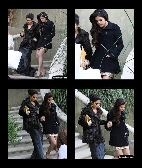 13/01/2013 : Mais juste avant, Selena est allée se préparer chez Vanessa. Les deux amies quittaient la maison de cette dernière :)