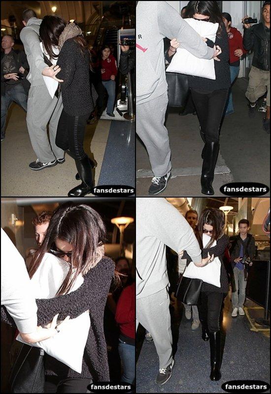 20/01/2013 : Selena arrivant à l'aéroport LAX. + LeTumblrDeStars !!!