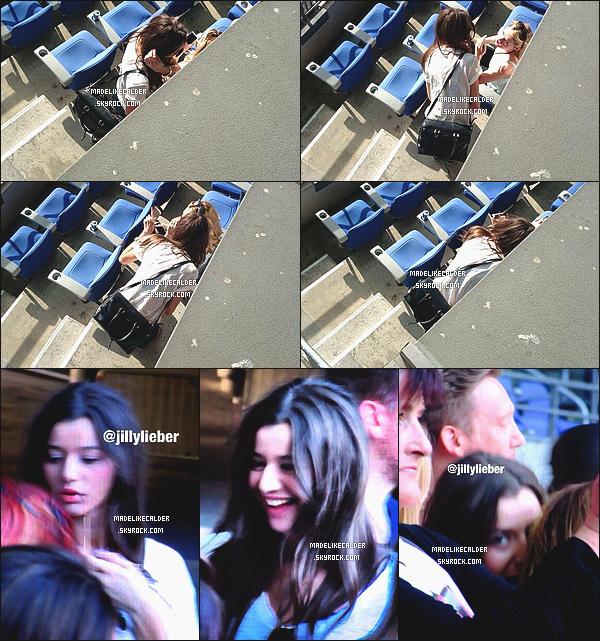 20/06/14 : La sublime Eleanor Calder était une nouvelle fois présente à un concert des One Direction accompagnée de Lou, à Paris. Les photos sont malheureusement MQ, mais je suis tout de même heureuse d'avoir des nouvelles de notre Eleanor! Que pense pense-tu de sa tenue? top ou flop?