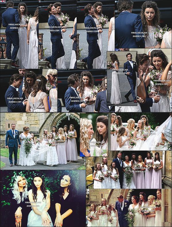 07/20/14 : La magnifique Eleanor était l'une des demoiselle d'honneur au mariage de la maman de son copain Louis Tomlinson. Ils sont tout simplement magnifique tout les deux! La robe de demoiselle d'honneur, la coiffure, les bijoux, l'endroit TOUT est parfait! Toi tu en pense quoi?