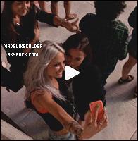 03/08/14 : Notre jolie Eleanor Calder à rencontrée deux fans plutôt chanceuses pendant son passage dans la célèbre ville de NYC. Je la trouve trop adorable d'avoir pris le temps de parler avec elles et d'avoir pris ces photos! Pour en savoir plus va lire le témoignage un peu plus bas. top !