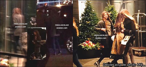 16/12/14 :  Eleanor Calder et la copine de Liam Payne, Sophia, ont été photographiées par des fans dans un Starbucks, de New York. J'adore le fait qu'elle à l'air de vraiment bien s'entendre avec Sophia! +top pour ses tenues encore sombres mais superbes! Tu lui donne un top ou un flop?