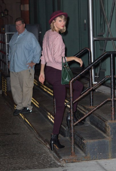 Candids - Taylor rentrant son appartement à NYC (23/09/14)