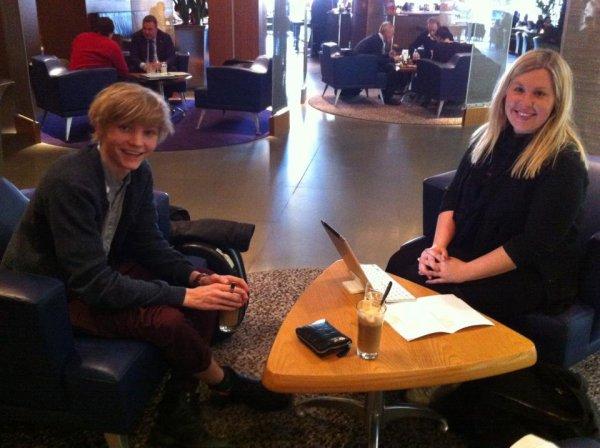 Jeudi 22 mars, Ulrik faisait une interview avec Angelique une célébre journaliste pour un hebdomadaire qui sortira le 26 avril