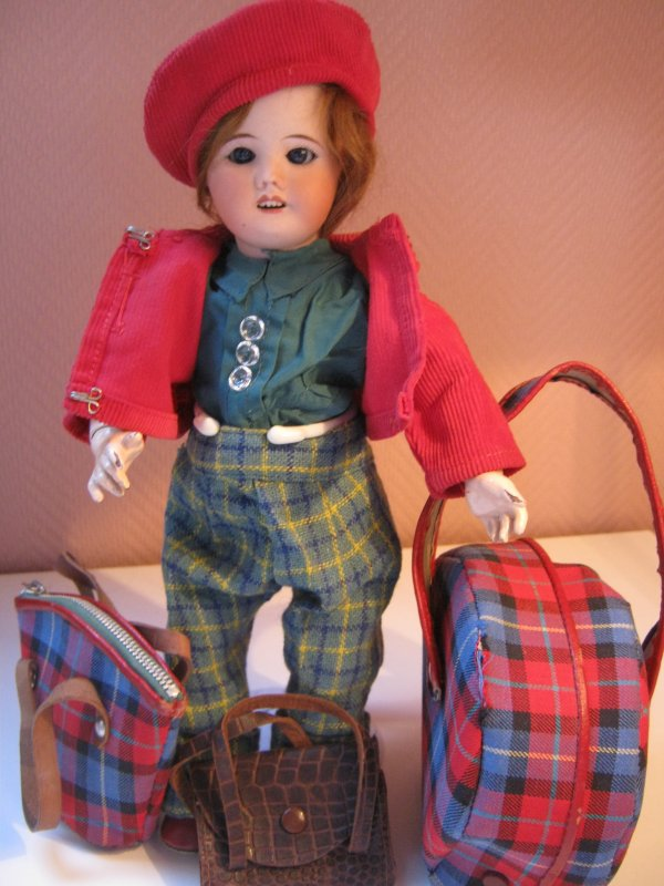 Sixtine part ...Bleuette aussi a fait ses bagages ..tiens donc !
