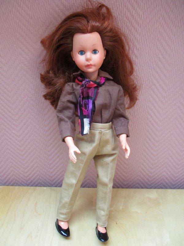 Jenni , une poupée mannequin italienne et son dressing