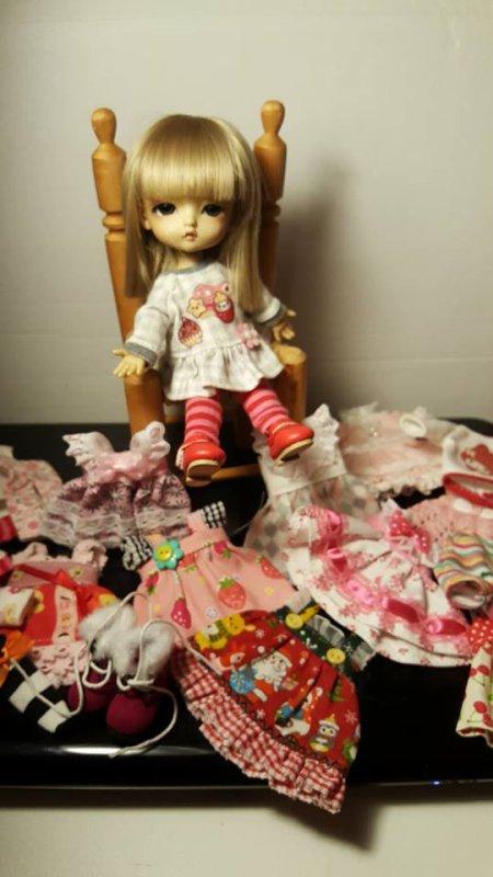 Petite poupée Lut et son dressing