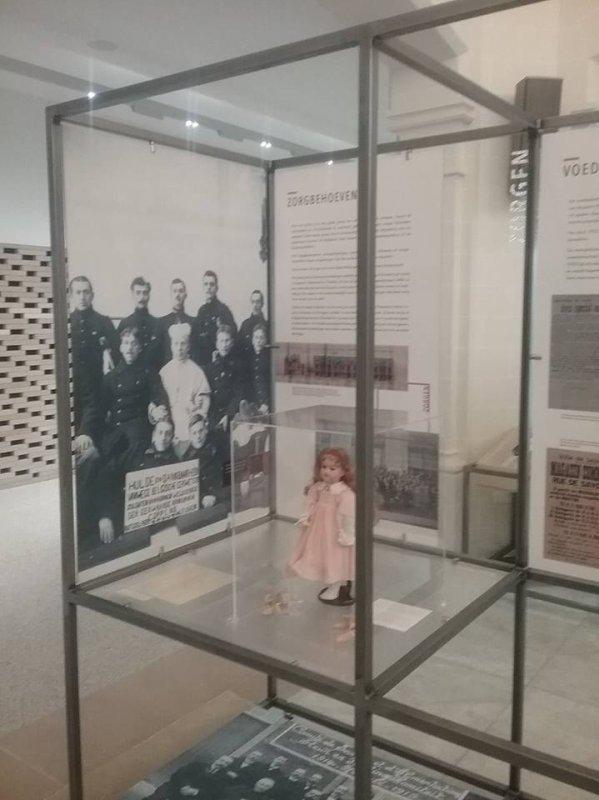 """Ma poupée au musée de """"Leuven """" Louvain en français !"""