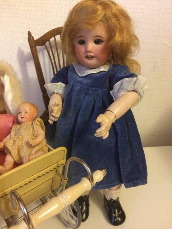"Bleuette porte sa jolie robe ""Allure""1953 / 54"