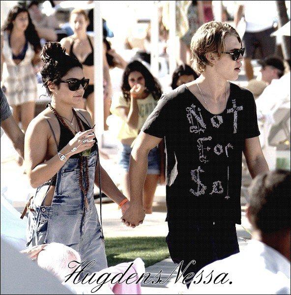 Le 29 Decembre 2011.   Vanessa et Austin ont été vus au bord de la piscine de leurs Hotel a Miami.