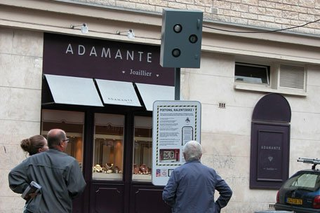 A Rouen, les habitants ont eu la surprise de découvrir un radar limitant à 3km/h une zone piétonne de la ville...