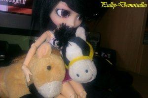 Karin aime les peluches O.O