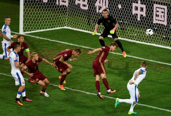 La Slovaquie s'impose face à la Russie (2-1)