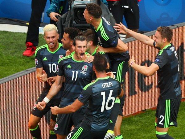 Victoire de justesse pour l'Angleterre face au Pays de Galles (2-1)