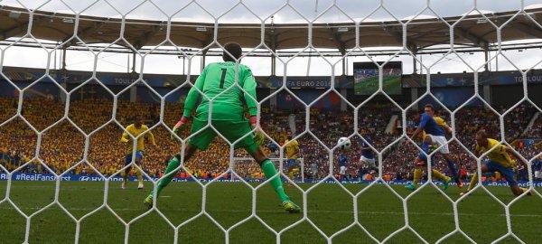 La Suède craque dans les dernières minutes face à l'Italie (0-1)