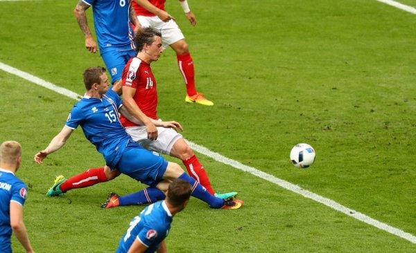 L'Islande finit par s'imposer face à l'Autriche (2-1)