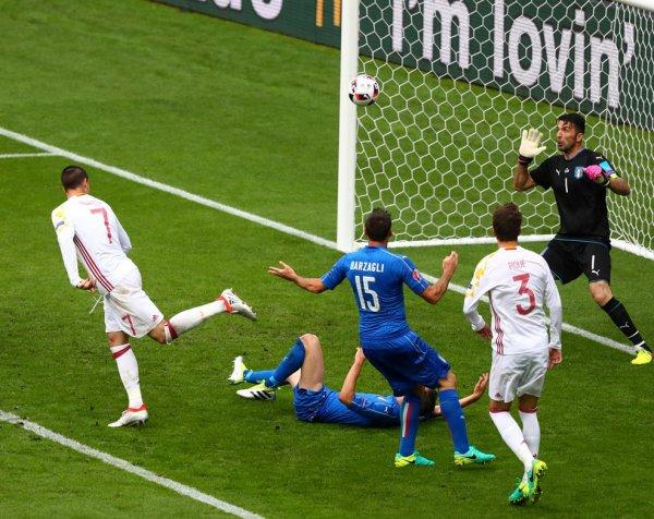 L'Italie s'impose face aux double champions d'Europe en titre (2-0)