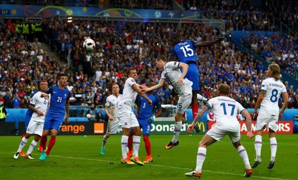 La France écrase l'Islande (5-2)
