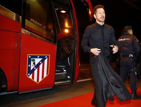Les Colchoneros et leurs fans arrivent au stade