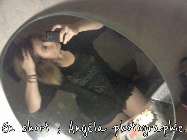 Angéla.