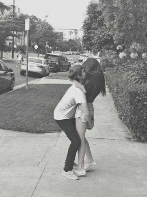 La distance ne m'empêcheras jamais de t'aimer comme je t'aime aujourd'hui, sache-le ça, met toi le dans la tête, imprime-le.