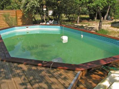 l 39 eau est verte mais claire construction d 39 une piscine bois. Black Bedroom Furniture Sets. Home Design Ideas